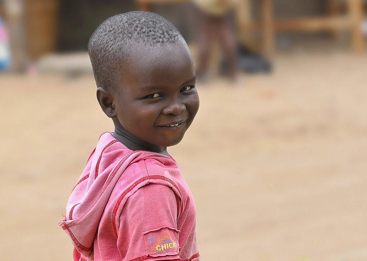 Sylvie Laroche Armee du Salut présente le top 10 des organisations humanitaires